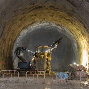 دانلود ترجمه مقاله یک روش تجزیه چندمقیاسی برای شبیه سازی حفاری تونل در ستون سنگفرش شنی – الزویر ۲۰۱۸
